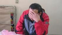 Video: Quấn hàng chục thỏi vàng quanh người tại ga Hà Nội