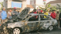 Xe ô tô bốc cháy khi đang đỗ trong nhà