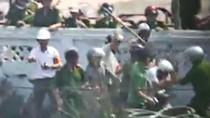 Hai công an tham gia vụ hành hung nhà báo tại Văn Giang