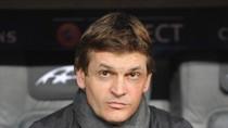 Tito bối rối cắn móng tay nhìn Barca sụp đổ