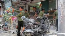 Hà Nội: Hút thuốc khi đổ xăng, xe Majesty cháy rụi