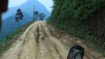 Clip: Nỗi sợ của người ngồi sau xe máy đổ đèo ở Nậm Mười