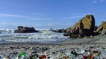 Ngắm bãi biển đầy sỏi thủy tinh ở Mỹ