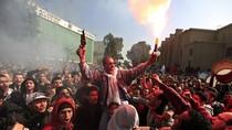 Hooligan Ai Cập khuấy động những cuộc biểu tình chết người