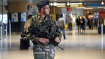 Lính Pháp bị đâm vào cổ trong lúc đi tuần tại khu thương mại