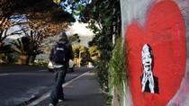 Nam Phi bác thông tin ông Mandela sống thực vật