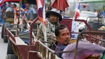 Nông dân Thái Lan lái 800 máy kéo bao vây sân bay