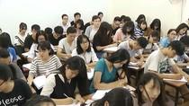 Có tăng lương giáo viên cũng khó hạn chế dạy thêm học sinh chính khóa hiện nay