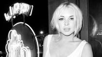 Lindsay Lohan lại cố tình lộ ngực?