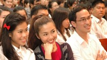Tăng Thanh Hà và em gái chồng hút hồn sinh viên
