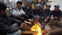 Hà Nội: Đốt lửa tránh rét trên phố