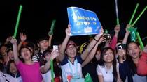 """Sơn Tùng M-TP """"đốt"""" nóng sân khấu phố núi trong cơn mưa tầm tã"""