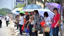 Người dân Hà Nội nháo nhào với thời tiết nắng nóng lên đến 41 độ C