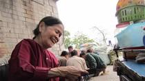 Thân già hơn 30 năm lặn lội mưu sinh dưới chân cầu Long Biên