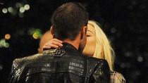 Lindsay Lohan hôn bạn trai trên phố