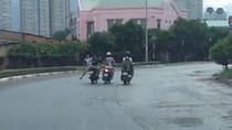 Clip: Hai thanh niên táo tợn cướp đồ của nữ sinh ở chân cầu Sài Gòn