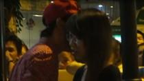 Video: Màn tỏ tình đầy lãng mạn của cặp sinh viên ĐH Ngoại Ngữ