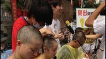 Trung Quốc: Nữ sinh cạo trọc đầu phản đối bất công tuyển sinh đại học