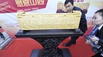 """Trung Quốc: """"Khoe"""" bức phù điêu vàng ròng nặng gần 1 tạ"""