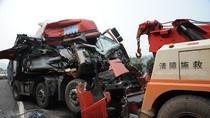 22 xe tải đâm nhau liên hoàn khiến nhiều người tử nạn