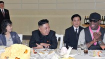 Vợ chồng Kim Jong-un mở tiệc thết đãi Dennis Rodman