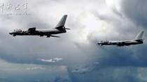 Video: Máy bay ném bom H-6 Trung Quốc diễn tập oanh tạc Biển Đông