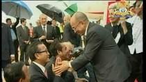 Hun Sen, Sam Rainsy không chào, không bắt tay nhau khi đi đón Nhà vua