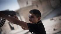 Video: Phiến quân Syria bắt lính trẻ em 12 tuổi tham gia chống Assad
