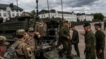 """""""Mỹ tăng cường triển khai vũ khí hạng nặng đến Đông Âu để ngăn Putin"""""""