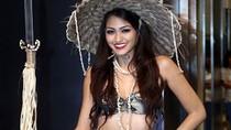 Thí sinh Miss Earth 2013 gây bão vì trang phục dân tộc 'nực cười'
