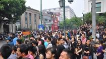 Hàng vạn người dân đứng dọc hai bên đường tiễn biệt Đại tướng