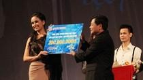 Mai Phương Thúy trao học bổng 200 triệu tại Duyên dáng VN