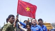 """""""Con gái"""" chủ tàu cá bị Trung Quốc bắn cháy: Con muốn khóc quá bố ơi!"""