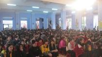Mặc trời mưa lạnh, hơn 3.500 học sinh Huế tham dự tư vấn tuyển sinh