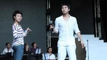 Hồ Hoài Anh quần ngố tập cùng Uyên Linh, Văn Mai Hương