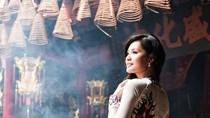 Hương Giang duyên dáng đi lễ chùa đầu năm
