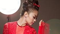 Minh Hằng sang trọng với váy đỏ 'hững hờ'