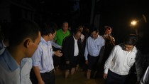 Thủ tướng lội nước kiểm tra công tác khắc phục hậu quả bão số 12