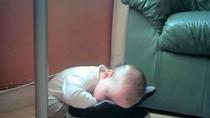 Thế ngủ đẹp 'không tưởng' của bé