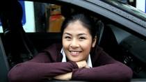 Hoa hậu Ngọc Hân cùng  báo GDVN vượt bão lũ đến Suối Giàng