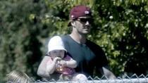 Sao 14/3: David Beckham đưa con gái đi xem... bóng rổ