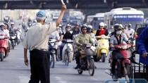 """""""Ở Hà Nội, tuân thủ luật giao thông bị gọi là con bò, hâm, điên"""""""