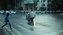 Bạn đọc Giáo dục Việt Nam viết thư 'tặng' ông Tây phân làn giao thông