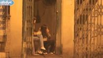 Ảnh: Gái mại dâm đốt lửa 'giết' thời gian những ngày rét nhất năm