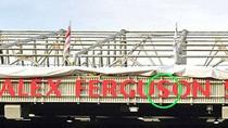 Bi hài chuyện... lắp nhầm biển tên khán đài Ferguson
