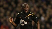 Trận Bolton - Aston Villa hoãn vì cầu thủ đột quỵ