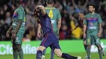 Barcelona 1 - 0 Levante: Barca thắng muộn nhờ Fabregas