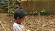Ảnh: Mảnh đất cháy khát nơi biên giới, trẻ con được tắm đếm theo năm