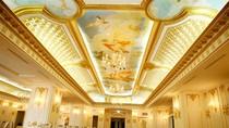 """Cận cảnh chi tiết bên trong khách sạn """"dát vàng"""" lung linh tại Hà Nội"""