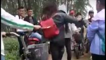 Kỷ luật nhóm nữ sinh lớp 10 đánh bạn gục xuống đất